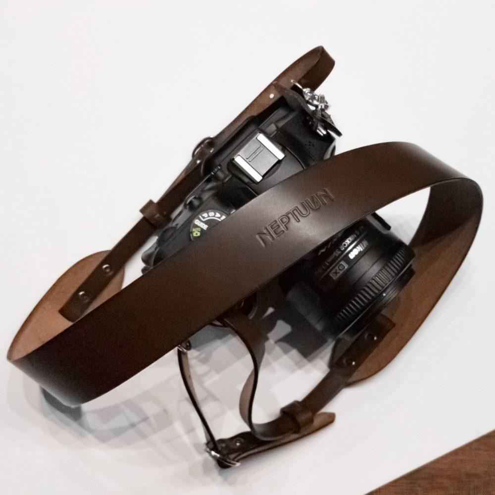 PHILIP - Sangle d'appreil photo en cuir Chocolat - NEPTUUN