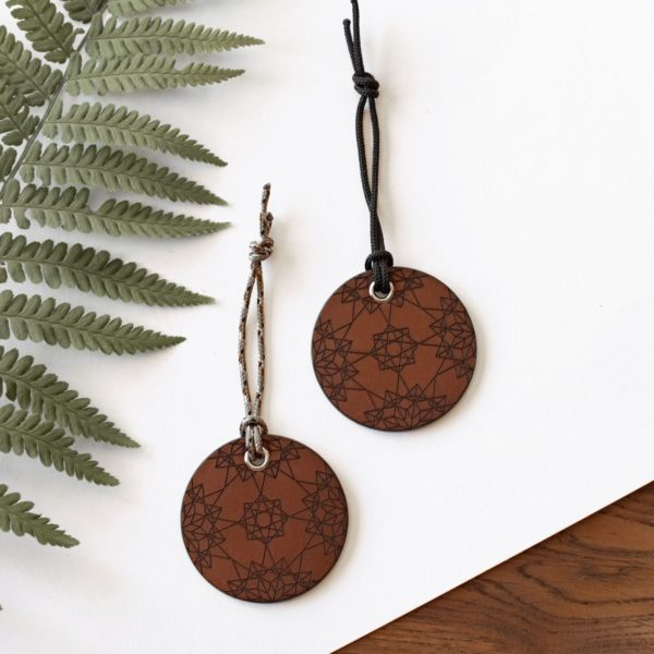 ALEX - Amulette en cuir GEOMETRY - NEPTUUN