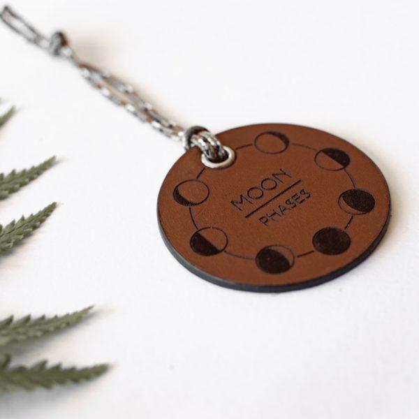 ALEX - Amulette en cuir MOON PHASES - NEPTUUN